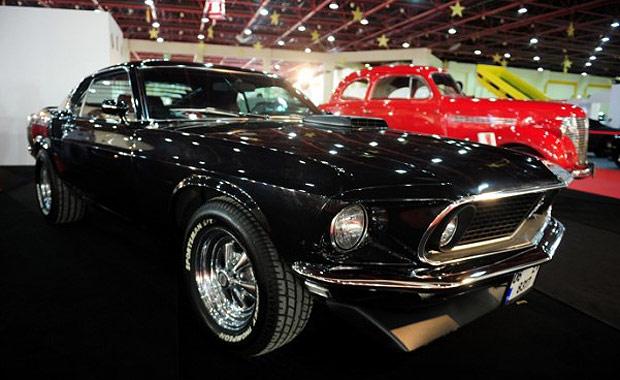 Antalya Klasik Otomobil Kulübü, birbirinden değerli 25 klasik otomobil ile görücüye çıktı.