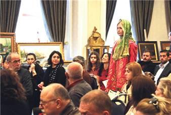 Çukurcuma Müzayede Evi tarafından Çırağan Sarayı'nda düzenlenen antika müzayedesi, renkli görüntülere ve çekişmelere sahne oldu.